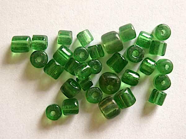 Perle vert translucide 4x4mm verre