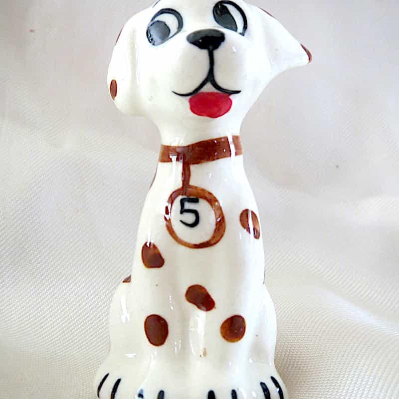 chien céramique assis blanc tâches marron h.7cm