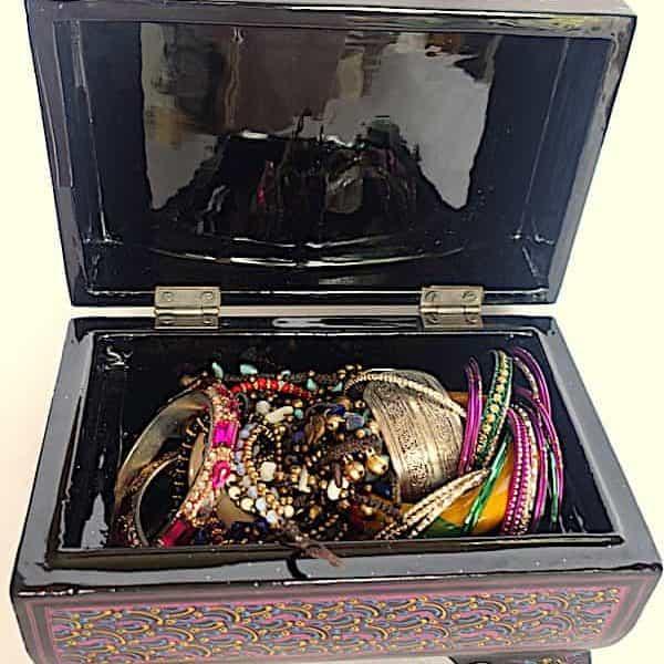 Boîtes à bijoux, à pillules, à crayons