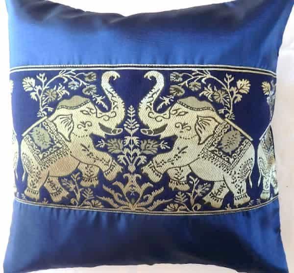 housse coussin soie bleu marine éléphants or 41x41