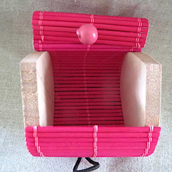 boîte bois couvercle rose s'ouvre en rideau