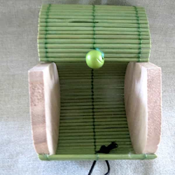 boîte bois couvercle vert s'ouvre en rideau