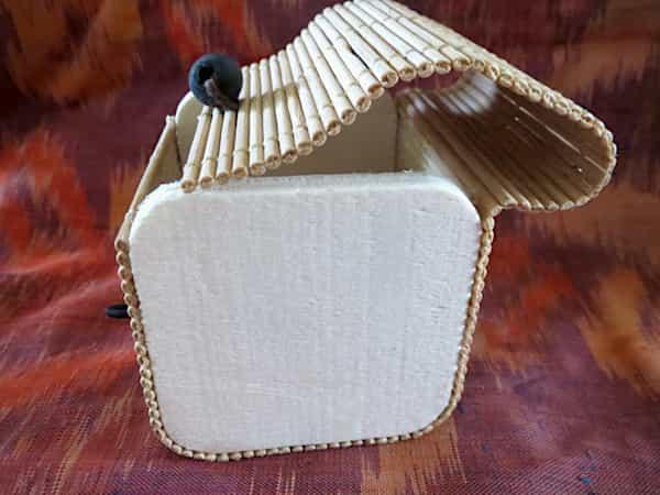 boîte carré en bois couvercle s'ouvre en rideau 1