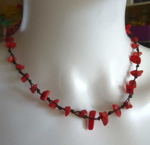 collier corail rouge en éclats ras du cou 22 cm