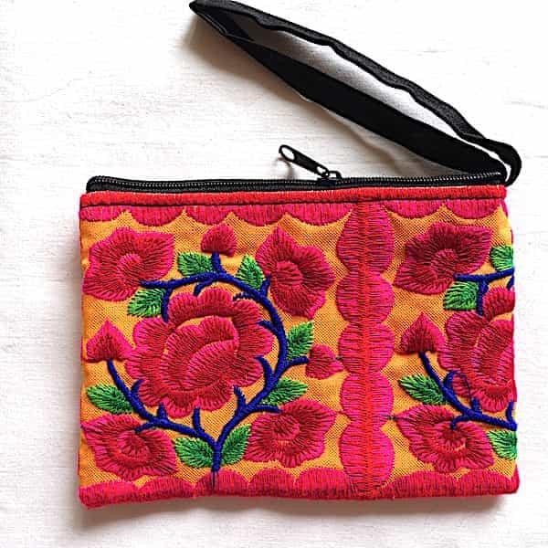 pochette brodée fleurs roses vif feuilles vertes sur orange 15x10
