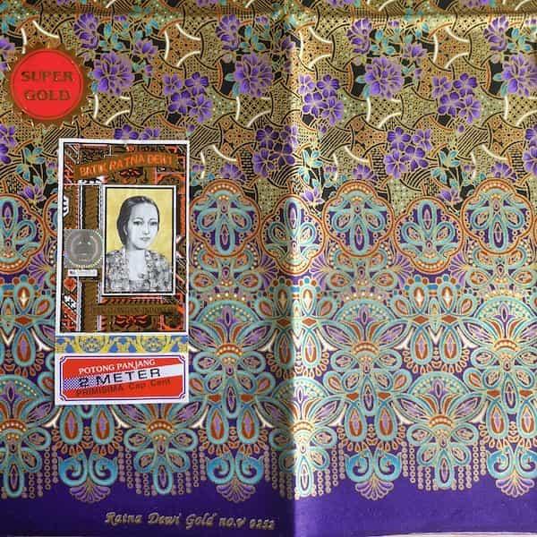 batik coton fond or fleurs mauves et turquoises 200x111