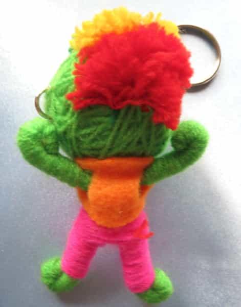 porte clés garçon en laine vert structure métal dos