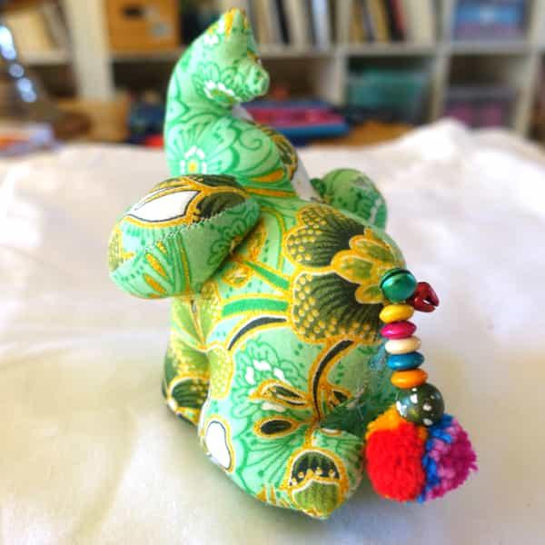 poupée éléphant rembourrée vert (3)